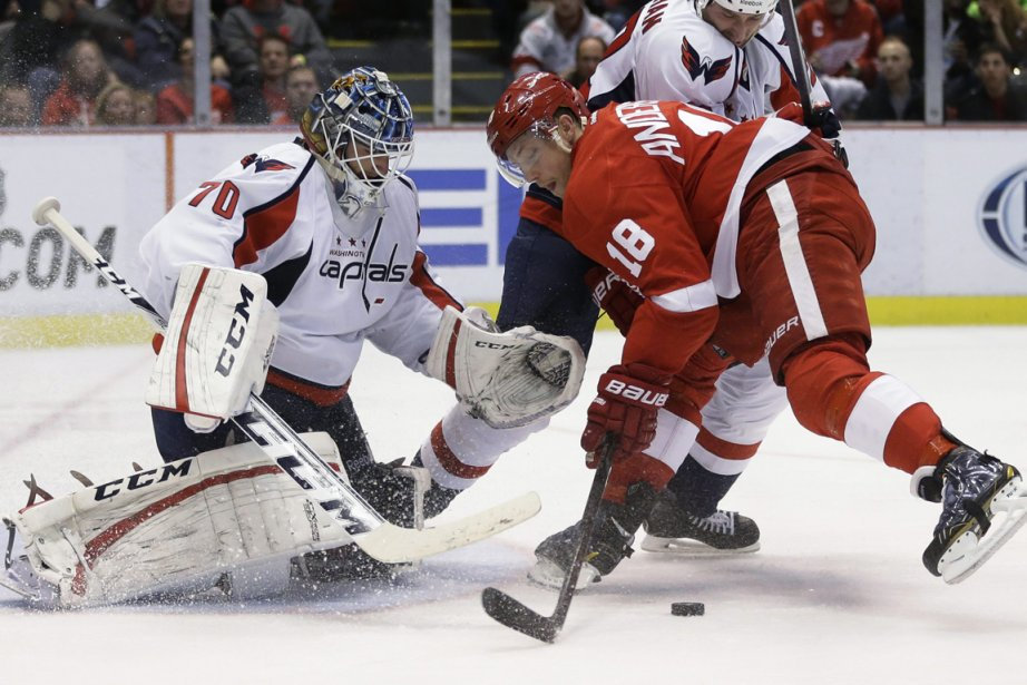 Joakim Andersson (18) des Red Wings face au... (Photo Carlos Osorio, AP)