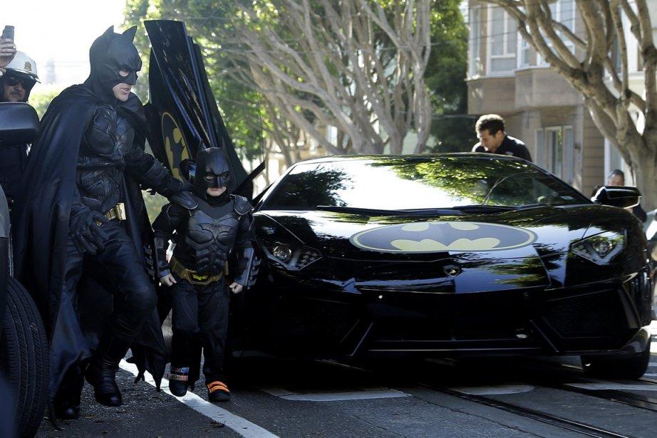 Miles Scott, vêtu de son costume de superhéros,... (Photo Jeff Chiu, AP)