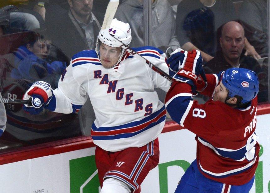 Brandon Prust (8) du Canadien opposé à Justin Falk des Rangers lors de la première période. (Photo Bernard Brault, La Presse)