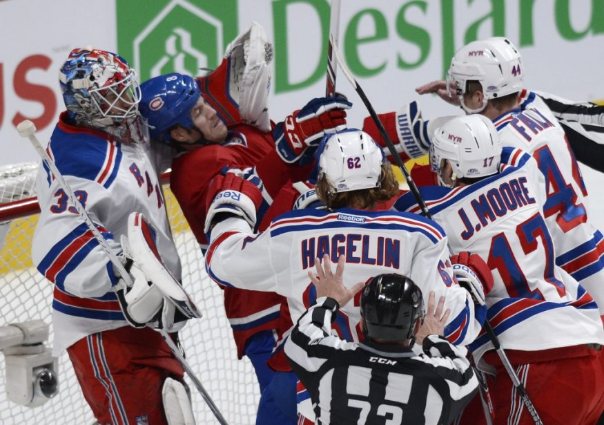 Brandon Prust (8) du Canadien fait face aux joueurs des Rangers lors de la première période. (Photo Bernard Brault, La Presse)