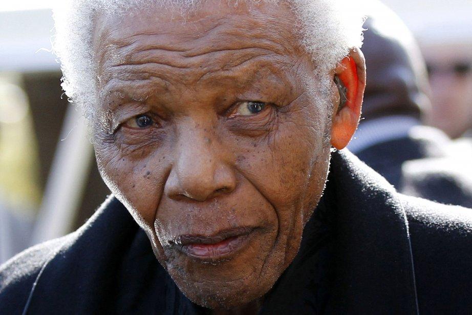 Le premier président noir d'Afrique du Sud est... (Photo SIPHIWE SIBEKO, AFP)