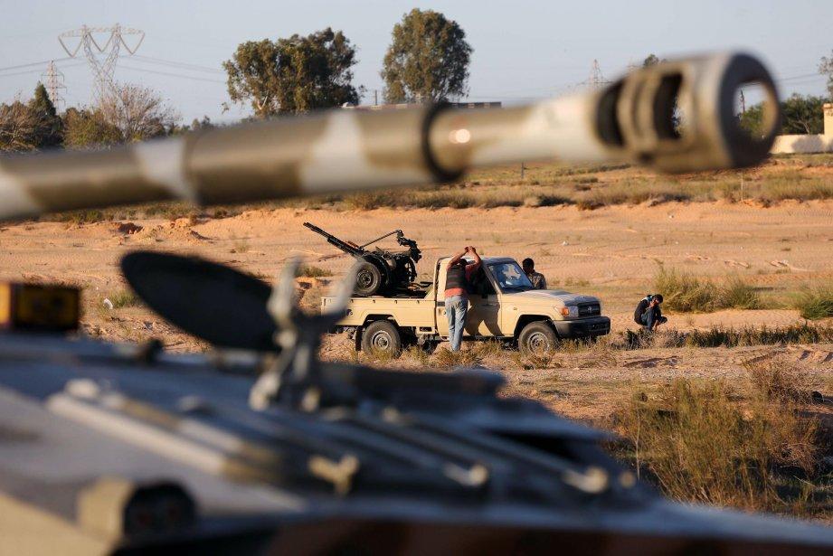 Une brigade de rebelles à tripoli.... (Photo MAHMUD TURKIA, Reuters)