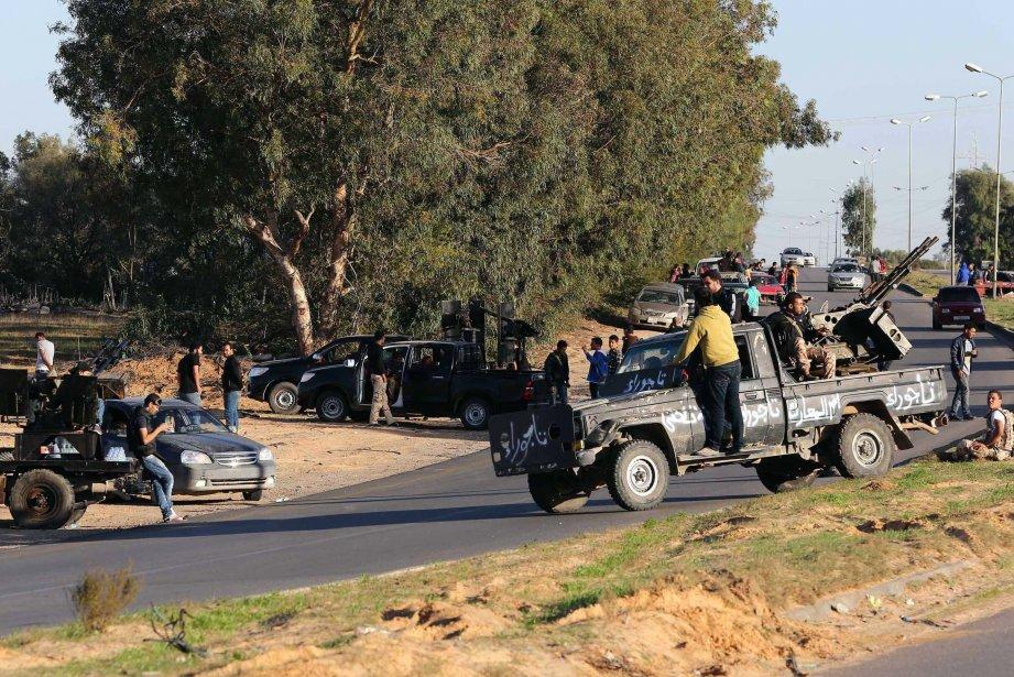 Les Tripolitains protestent régulièrement contre la présence de... (Photo MAHMUD TURKIA, Reuters)
