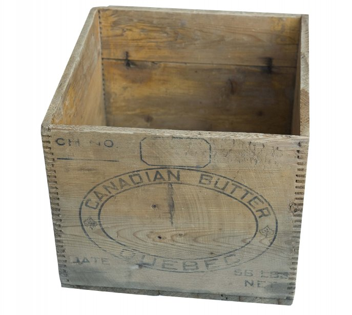 Boîte en bois , 56 $ chez Balivernes Boutique,1540, boul. Lebourgneuf, Québec, 418 263-0288 | 17 novembre 2013