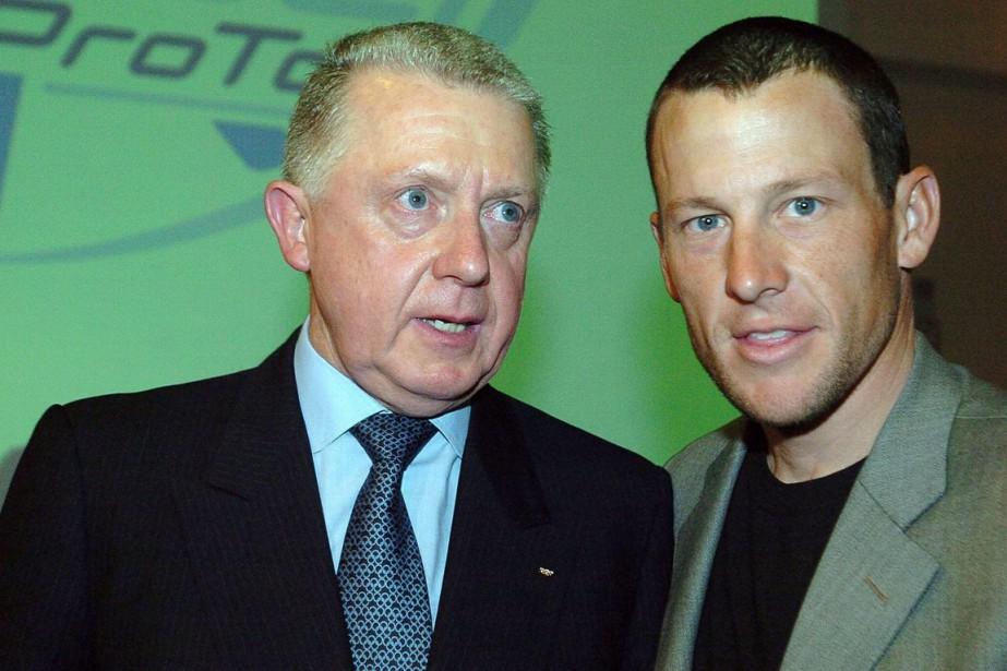 Hein Verbruggen, alors président de l'Union cycliste internationale... (Photo Christophe Ena, archives AP)