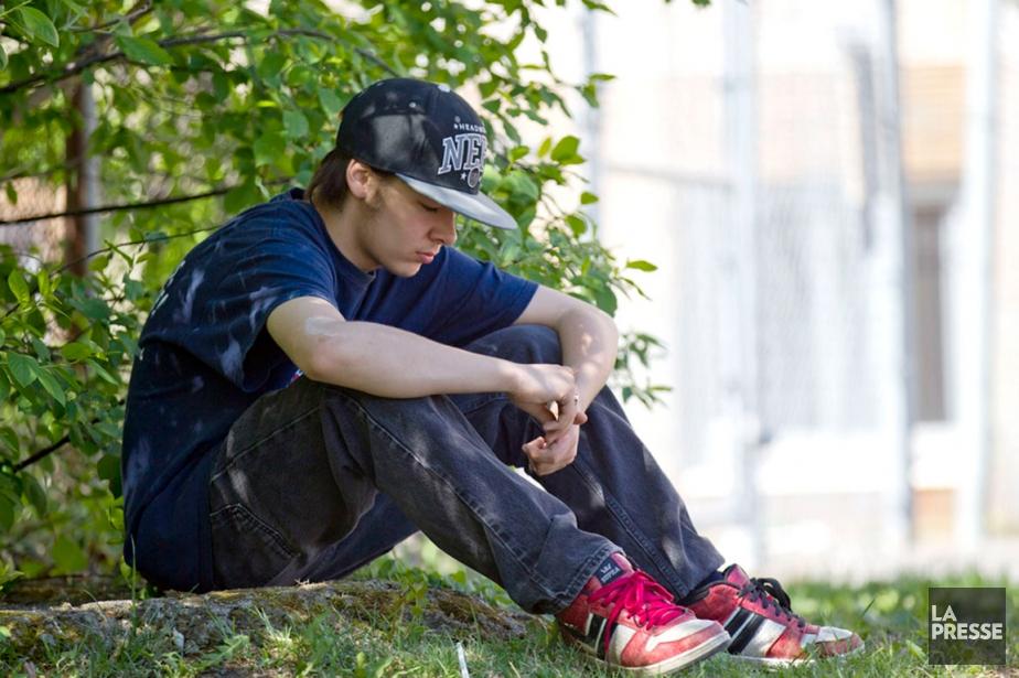 Nickolas dans la cour de l'école.... (PHOTO OLIVIER JEAN, LA PRESSE)