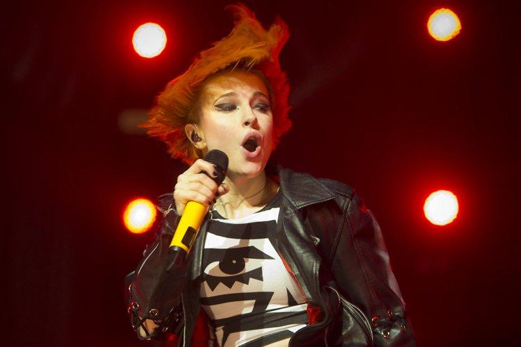 La chanteuse Hayley Williams a sauté partout sur... (Photo: André Pichette, La Presse)