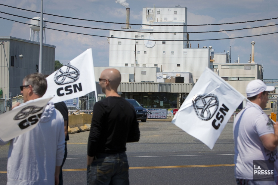 En lock-out depuis le 13 juin, le syndicat... (Photo André Pichette, La Presse)