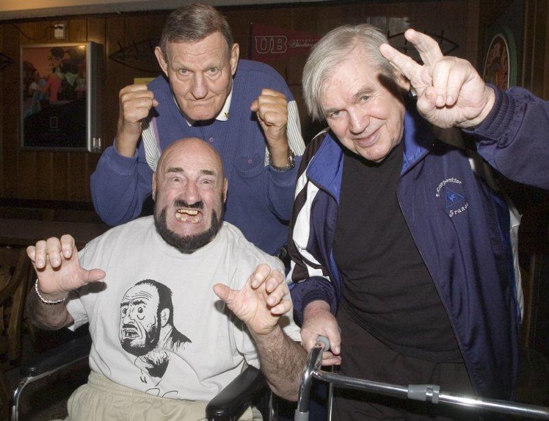 «Mad Dog» Vachon en compagnie de deux autres légendes de la lutte, «Killer» Kowalsky et Edouard Carpentier, en 2006. (Photo Armand Trottier, La Presse)