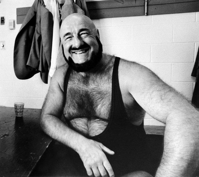 Le lutteur Maurice «Mad Dog» Vachon avant un combat en 1984. (Photo Pierre Côté, La Presse)