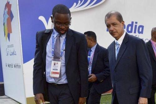 Le président des Seychelles, James Michel (à droite).... (PHOTO ROBERTO SCHMIDT, AFP)