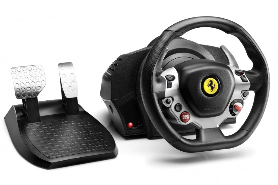 Le volant de course FX, réplique de celui... (Photo Thrustmaster)