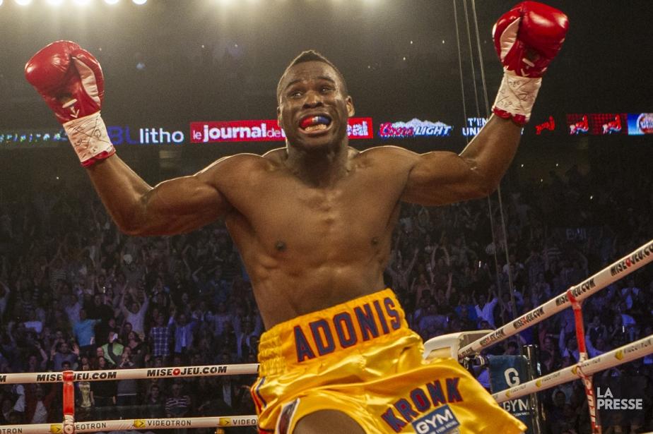 Adonis Stevenson après avoir vaincu Chad Dawson, le... (Photo Olivier PontBriand, La Presse)