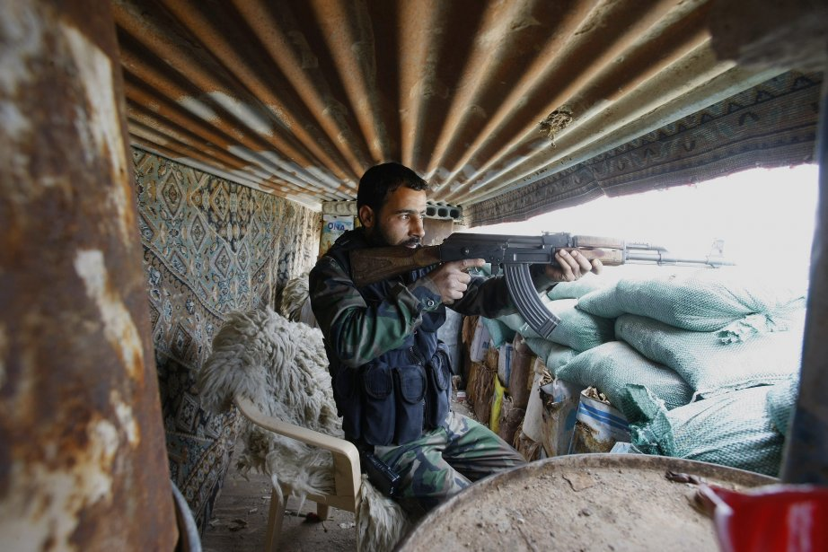 Des militants anti-régime ont expliqué que cette contre-offensive... (Photo Jaber al-Helo, AP)