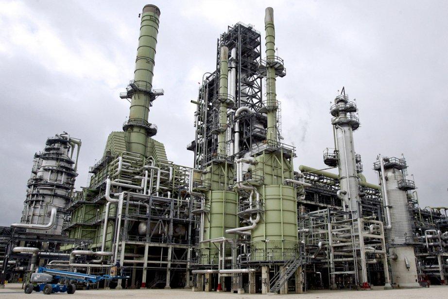 Le pétrole new-yorkais a fini en baisse lundi suite à... (PHOTO BLOOMBERG)