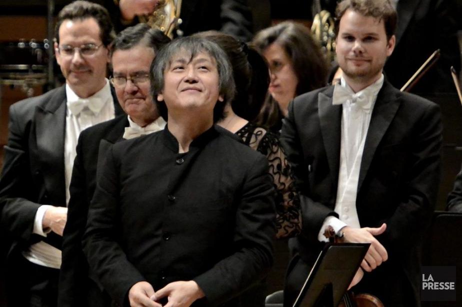 Le chef d'orchestre Kazushi Ono et ses musiciens.... (Photo: Bernard Brault, La Presse)