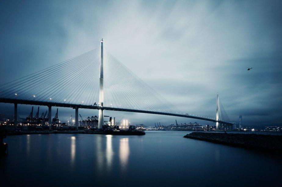 Le pont Stonecutter à Hong Kong.... (Photo tirée du site de la firme Dissing+Weitling)
