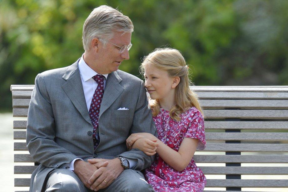 La princesse Élisabeth en compagnie de son père... (PHOTO DIRK WAEM, ARCHIVES AFP)