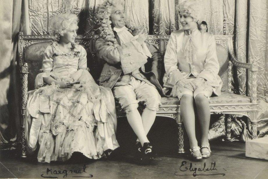Elizabeth (à droite), adolescente, aux côtés de sa... (Photo: AFP)