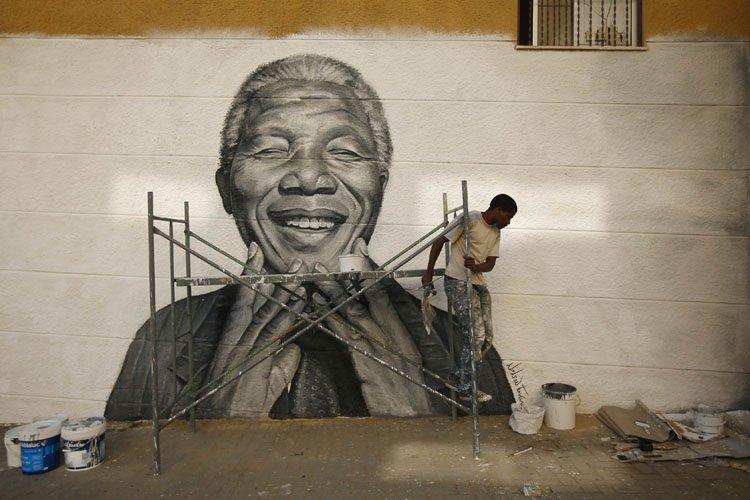 De nombreux graffitis à l'effigie de Nelson Mandela... (Photo: Reuters)