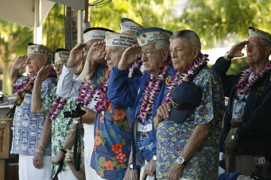 Des survivants de l'attaque de Pearl Harbor au... (Photo Hugh Gentry, Reuters)