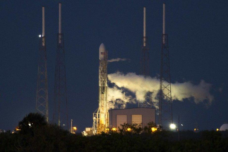 La fusée à deux étages Falcon 9 s'est... (Photo Reuters)