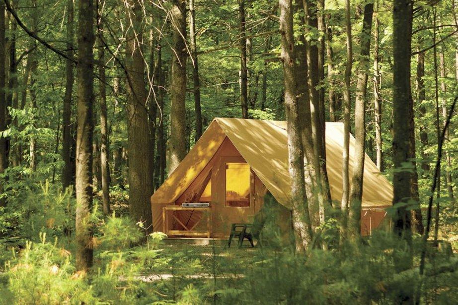 Les tentes Huttopia offrent tout le nécessaire pour... (PHOTO FOURNIE PAR LA SÉPAQ)