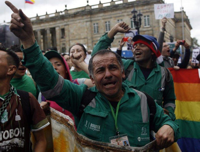 Un éboueur de Bogota proteste contre la destitution... (Photo FREDY BUILES, Reuters)