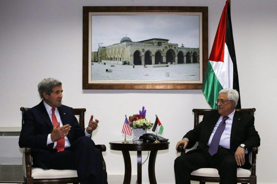 Le président Abbas, qui recevra M. Kerry vendredi... (Photo Brian Snyder, archives Reuters)