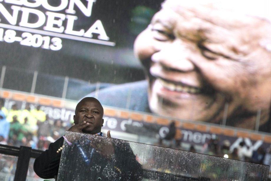 Pris d'une «crise» de schizophrénie, Thamsanqa Jantjie aurait... (Photo BRENDAN SMIALOWSKI, AFP)