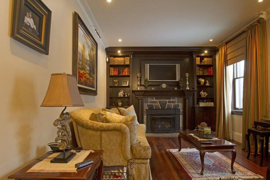 manteau de cheminee maison du monde choisir sa chemin e du style autour feu claudia. Black Bedroom Furniture Sets. Home Design Ideas