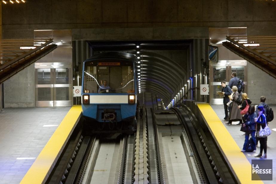 Une voiture de métro MR-73 entre en station... (Photo Martin Tremblay, archives La Presse)