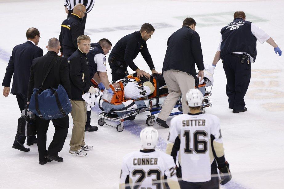 Brooks Orpik, des Penguins, a quitté la patinoire... (Photo Greg M. Cooper, USA Today)