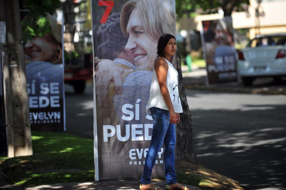 Michelle Bachelet devrait l'emporter au second tour avec... (PHOTO HECTOR RETAMAL, AGENCE FRANCE-PRESSE)