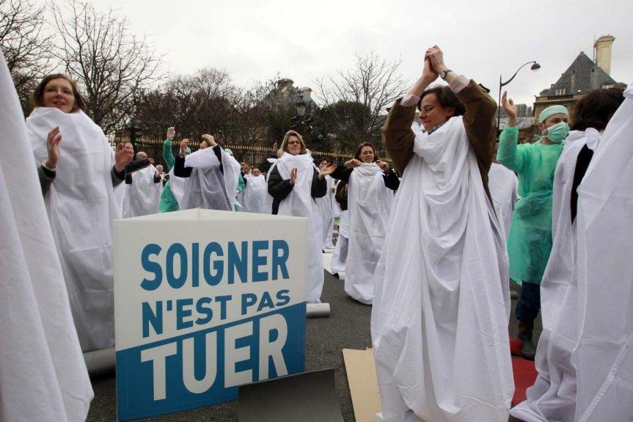Une manifestation contre l'euthanasie à Paris, en janvier... (Photo Jacky Naelegen, archives Reuters)