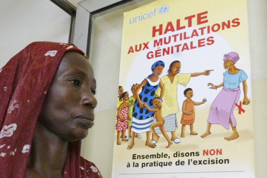 L'excision est généralement réalisée sans anesthésie, à l'aide... (PHOTO KAMBOU SIA, ARCHIVES AFP)