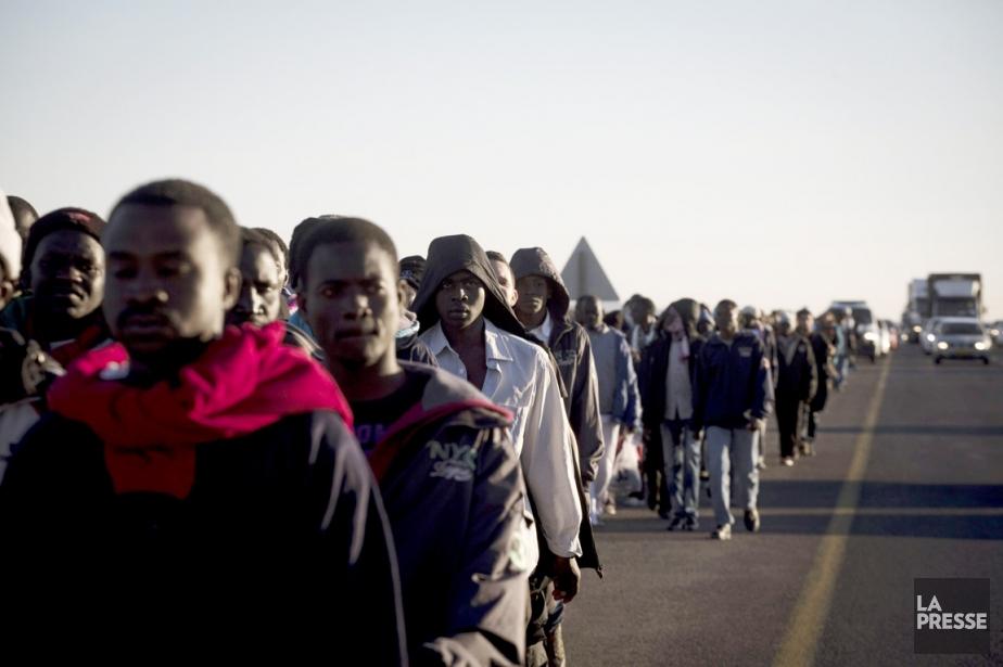 Le groupe, composé d'hommes uniquement, avançait sur une... (PHOTO OREN ZIV, AFP)