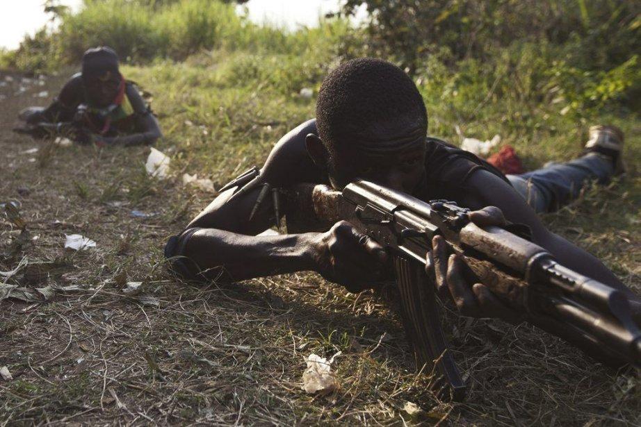 Un milicien anti-balaka lors d'un entraînement militaire en... (Photo Ivan Lieman, AFP)