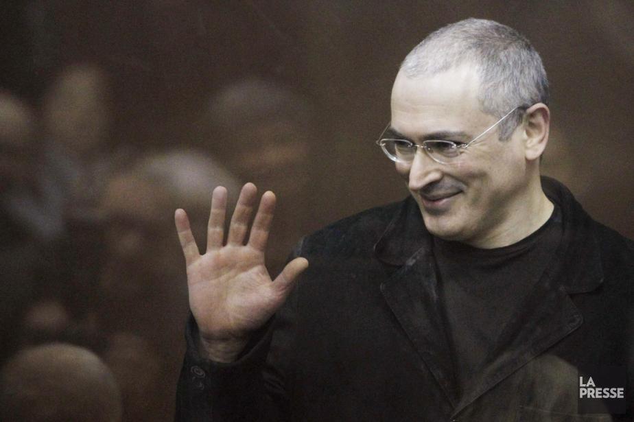 Mikhaïl Khodorkovski, en cour, à Moscou, en décembre... (PHOTO DENIS SINYAKOV, ARCHIVES REUTERS)