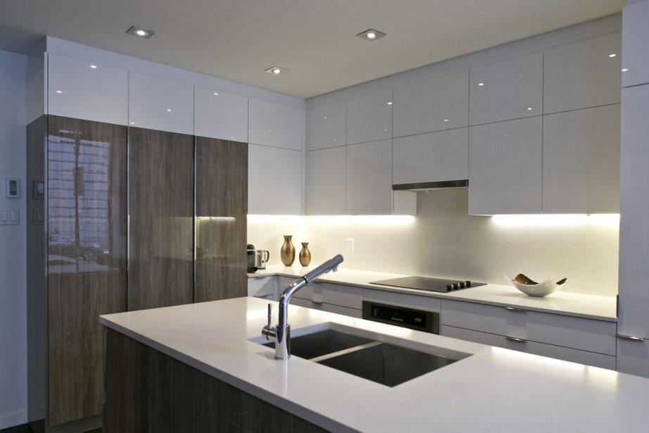 salle de montre cuisine action with montre de cuisine design. Black Bedroom Furniture Sets. Home Design Ideas
