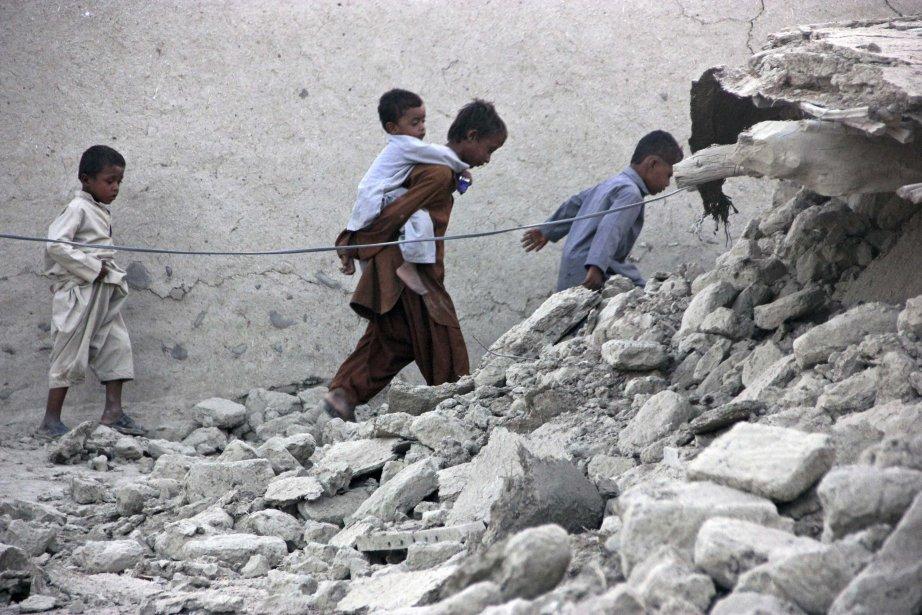 Un tremblement de terre de magnitude 7,7 avait... (Photo REUTERS)