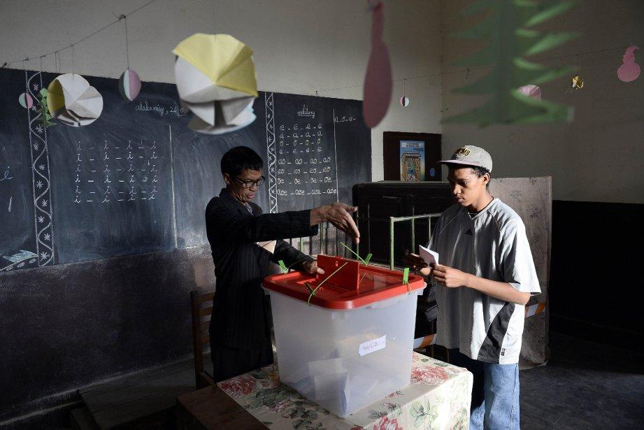 Un bureau de vote pour les présidentielles au... (Photo STEPHANE DE SAKUTIN, Archives AFP)