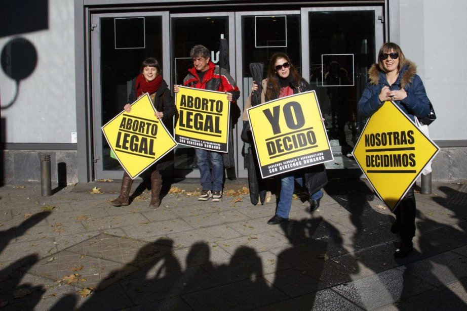 Des gens favorables au droit à l'avortement ont... (PHOTO PAUL HANNA, REUTERS)