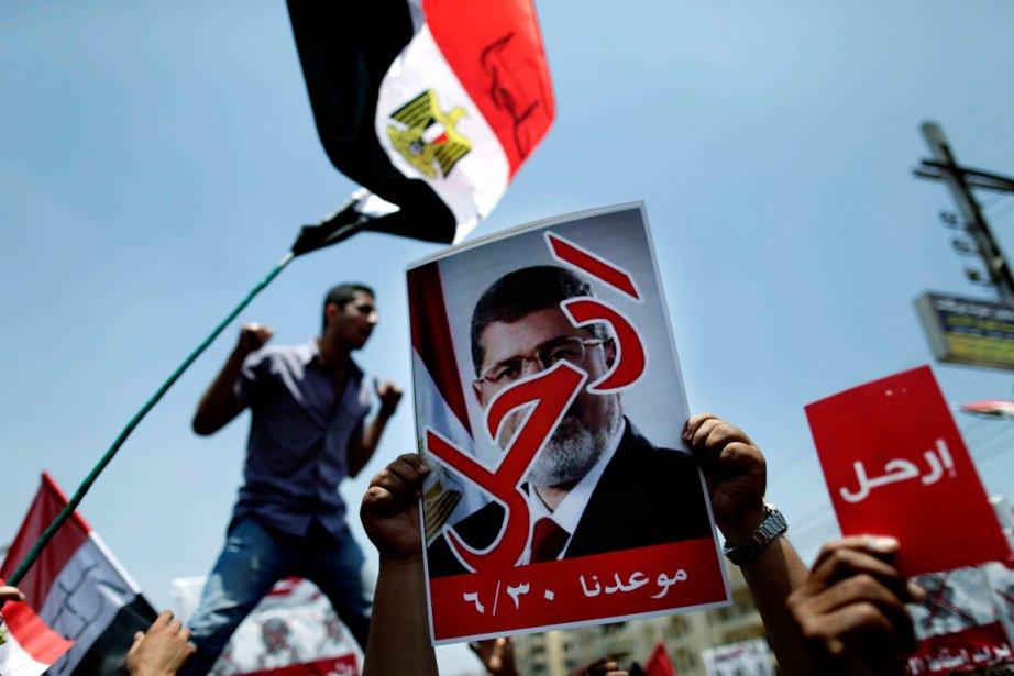 Des opposants au président Morsi ont manifesté en... (PHOTO ARCHIVES AP)