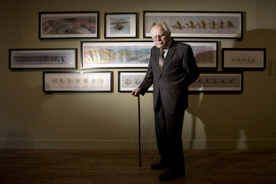 Le grand artiste, qui a mis son crayon au service de la défense de l'environnement, pose devant certaines de ses oeuvres exposées au Musée des beaux-arts de Montréal, en 2009. | 24 décembre 2013