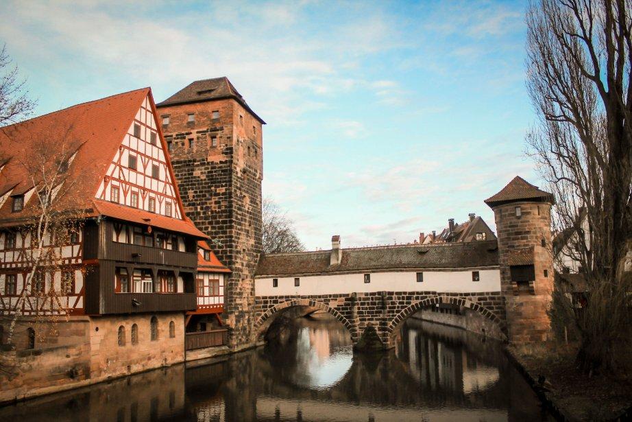 Nuremberg est synonyme d'histoire. Marquant d'abord celle-ci au Moyen Âge,...