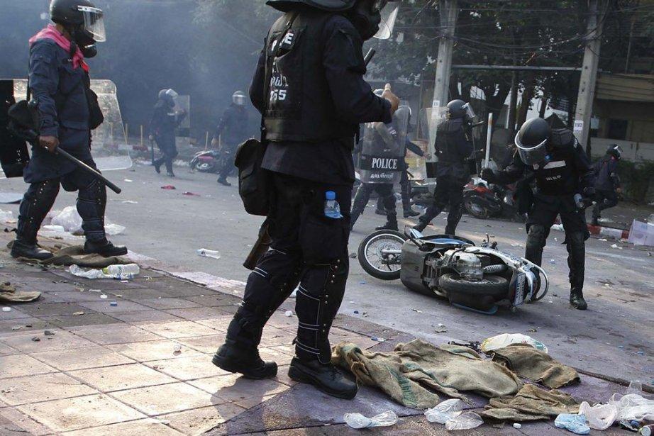 La Thaïlande a connu jeudi un regain de violences meurtrières,... (Photo Reuters)