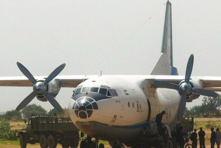 UnAntonov-12, semblable à celui qui s'est écrasé en... (Photo archives Bloomberg)