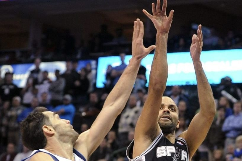 Un Tony Parker retrouvé, auteur de 23 points, a conduit San Antonio... (Photo AP)
