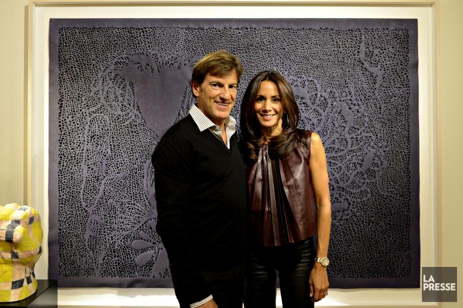 Stephen et Claudine Bronfman posent devant une oeuvre... (Photo Bernard Brault, La Presse)